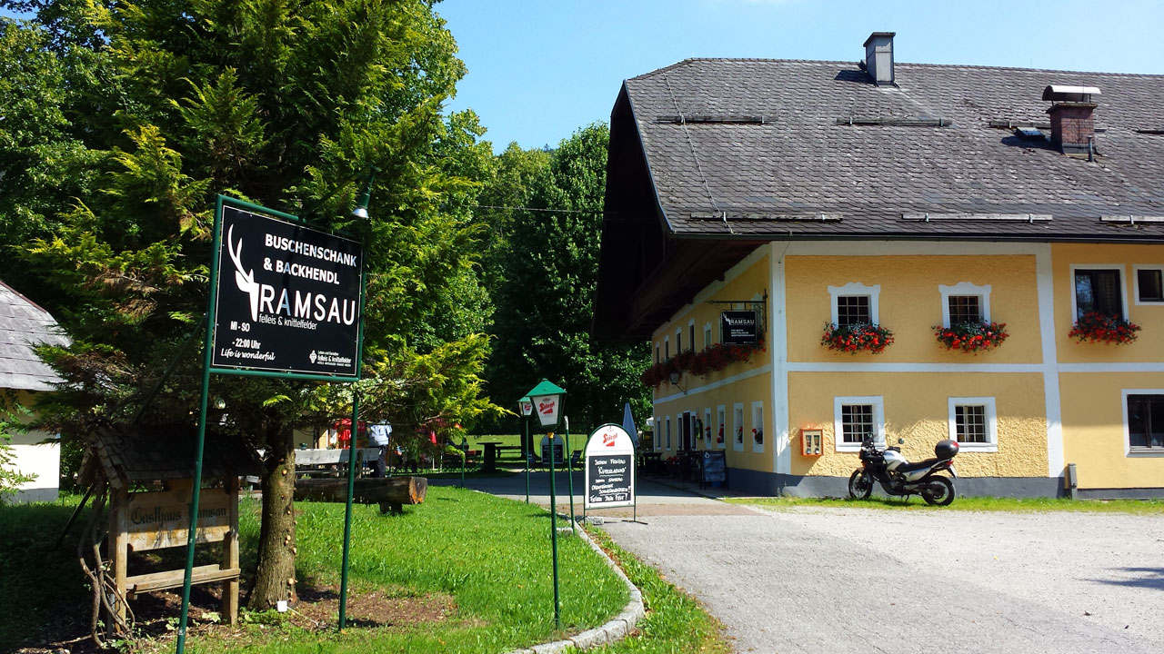 Backhendl & Buschenschank Gasthaus Ramsau